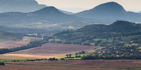 A Badacsony, a Tóti-hegy és a Gulács az Eötvös Károly-kilátóból