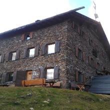 Oberettes Hütte im Abendlicht