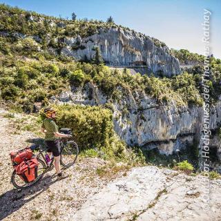 Beeindruckende Schluchten und Berge findet man im Vaucluse immer wieder.