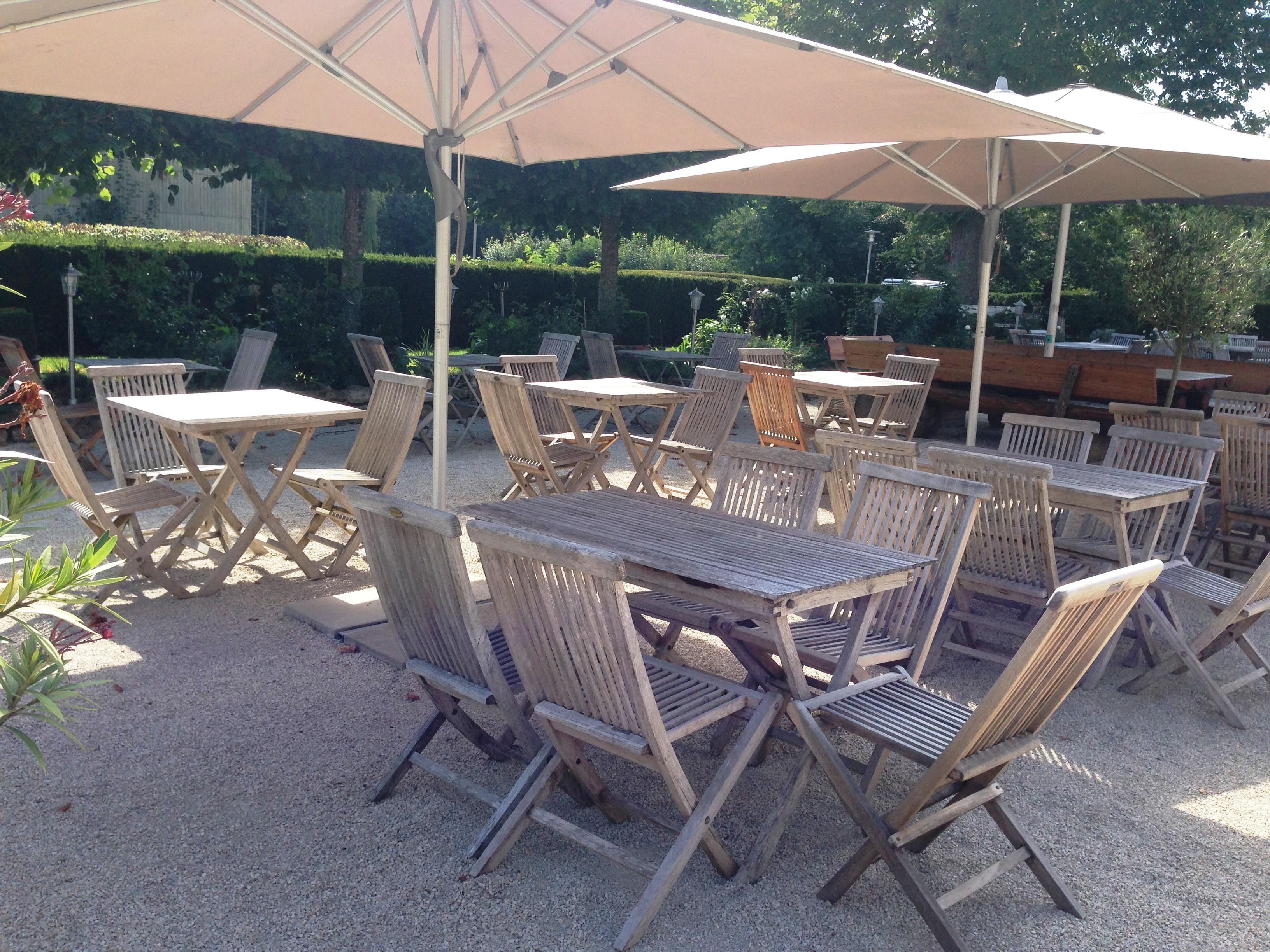 Terrasse beim Restaurant Schloss Lindich (berollbar)