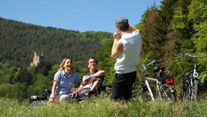Radfahrer bei Burg Ramstein