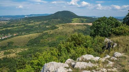 Pohľad z vrchu Hegyes-kő na vrch Nagy-Gete
