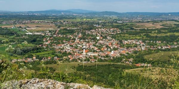 Na vrchu Hegyes-kő nad mestom Tokod