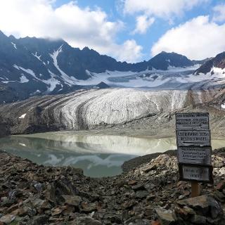 Gletschersee des Bachfallenferners mit Gaislehnkogel im Hintergrund