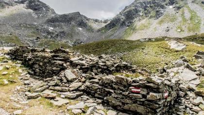 Überreste einer historischen Knappenbehausung im Vetternkar