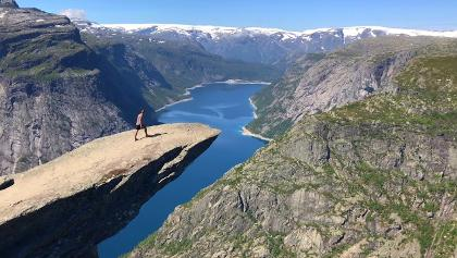 HIKES ON THE FOLGEFONNA AND TO TROLLTUNGA