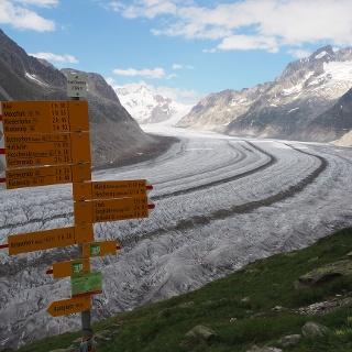 Wegweiser am Aletschgletscher Richtung Märjela