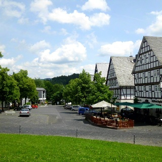 Gasthof Engelbert mit Außenterrasse am Hilchenbacher Markplatz