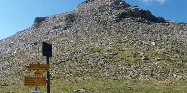 Vom Wegweiser des Hochjochs, 2359m, hinauf zum Chlei Tschingel.