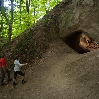Vor den Trasshöhlen