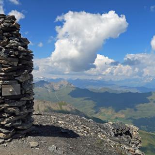 Gipfel Steinmann mit Gipfelbuch Schublade
