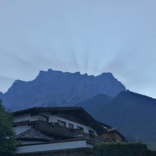 Wetterstein mit Zugspitze am Morgen