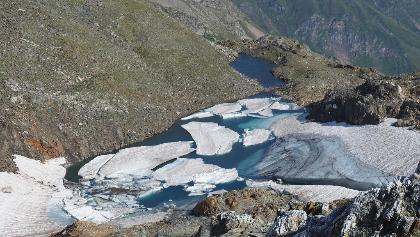 Gletschersee 2630m, rechts umgehen.