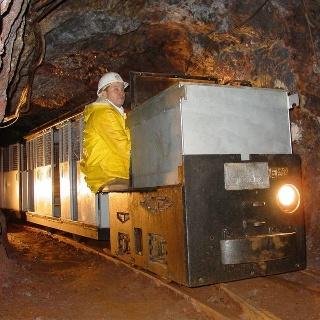 Einfahrt mit der Grubenbahn (Foto: Grube Bindweide)