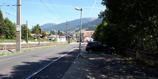Gegenüber vom  Bahnhof Matrei parken
