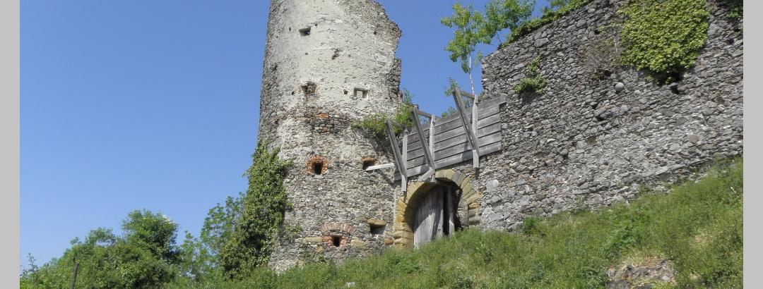 Aufgang zur Ruine Mägdeberg