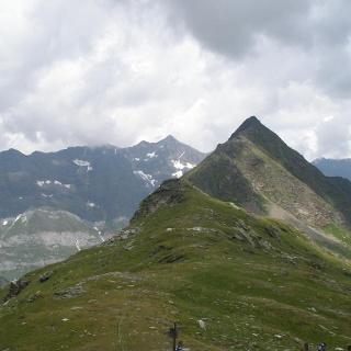 Blick auf den Bergkamm der Erenspitze