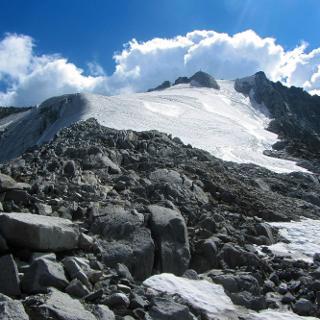 Gipfelaufschwung mit Eisfeld auf ca. 3.250 m