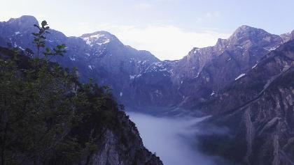 Nebel im Tal, Hintergrund totes Gebirge Röllsattel