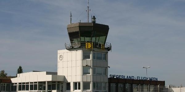 Der Tower des Siegerland-Flughafens