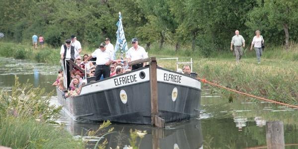 Treidelschiff Elfriede auf dem Ludwigskanal
