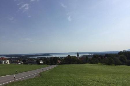Blick von Hittenkirchen auf den Chiemsee