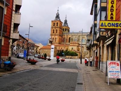 Wir verlassen Astorga bei der Kathedrale