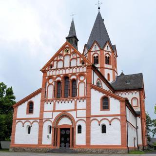 Pfarrkirche Sankt Peter. Eine der bedeutendsten Sakralbauten der  Spätromanik im Rheinland stammt aus  der Stauferzeit.