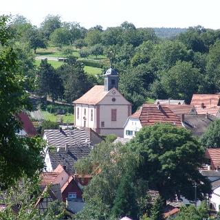 Blick auf die Eberstadter Kirche