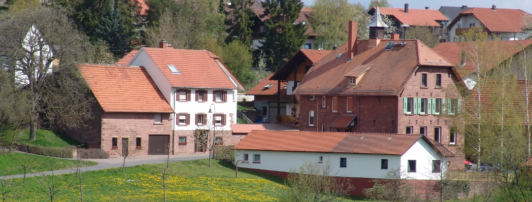 Rathaus und Schule in Einbach