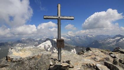 Gipfel mit neuem Gipfelkreuz
