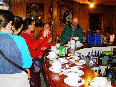 Triacastela: Pilger beim Frühstück