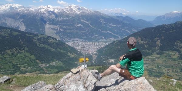 Ausblick vom Joch auf Chur und das Calanda-Massiv