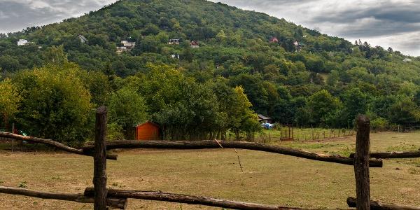 A Borbély-hegy Verőcéről nézve