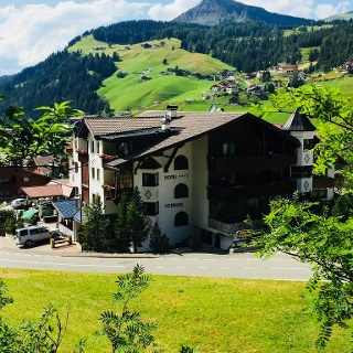 Hotel Condor im Sommer