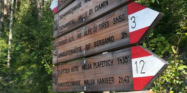 Hinweisschilder am Beginn der Tour