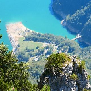 Vista sull'area di Pian Falcina poco prima di arrivare in vetta alla Róa Bianca.