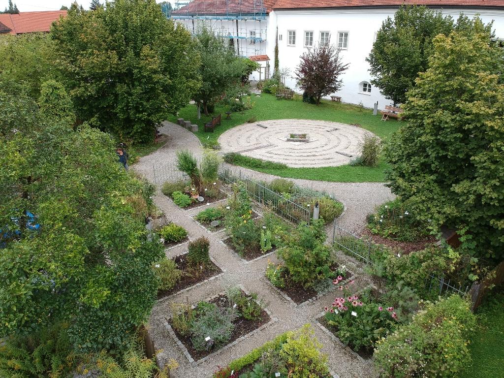 Der Klostergarten in Steingaden mit Labyrinth (Andreas Klausmann)