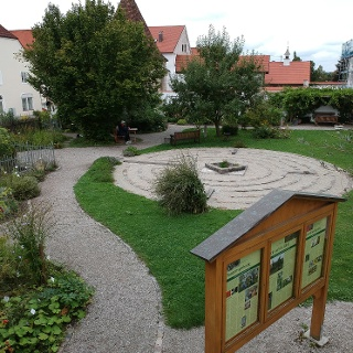 Der Klostergarten in Steingaden mit Labyrinth
