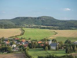Foto Blick vom Papststein in Richtung Papstdorf und zu den Zschirnsteinen