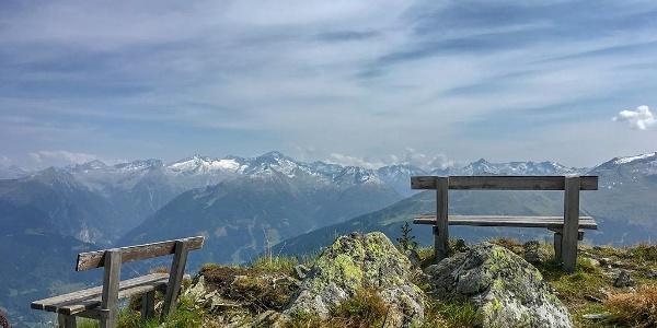 Alpenpanorama vom Gipfel der Hirschkarspitze.