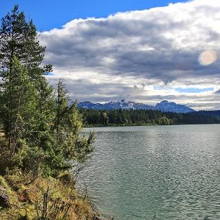 Traumhaftens Panorama vom Ufer des Lechs aus gesehen