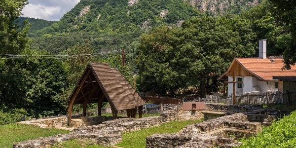 A klastrompusztai pálos kolostor romja