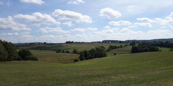 Aussicht über die Felder in Richtung Stadtgebiet Kierspe