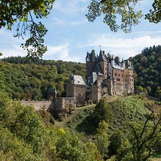 Unter den viele Attraktionen des Weges ragt sie heraus: Burg Eltz