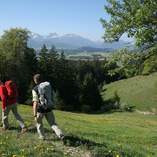 Wanderer auf dem Weg zur Alpe Beichelstein
