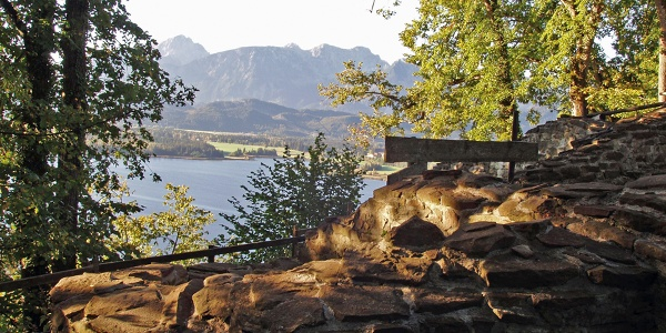 Burgruine  Hopfen mit Panoramablick auf den Hopfensee