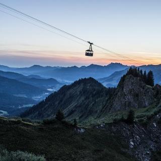 Walmendingerhornbahn bei Sonnenaufgang