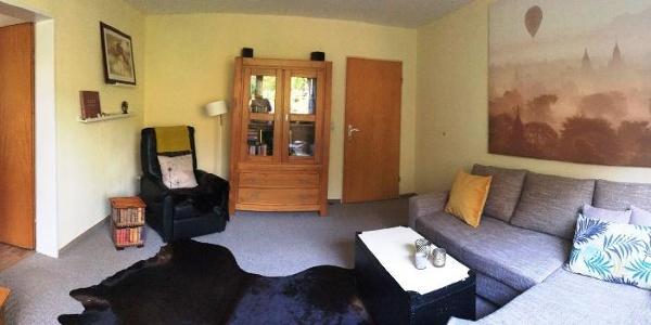 Wohnzimmer mit Leseecke (deutsch und holländische Literatur)