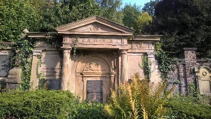 Der Siegener Gruftenweg auf dem Lindenbergfriedhof - ein Denkmal der Erinnerungskultur zur Kaiserzeit